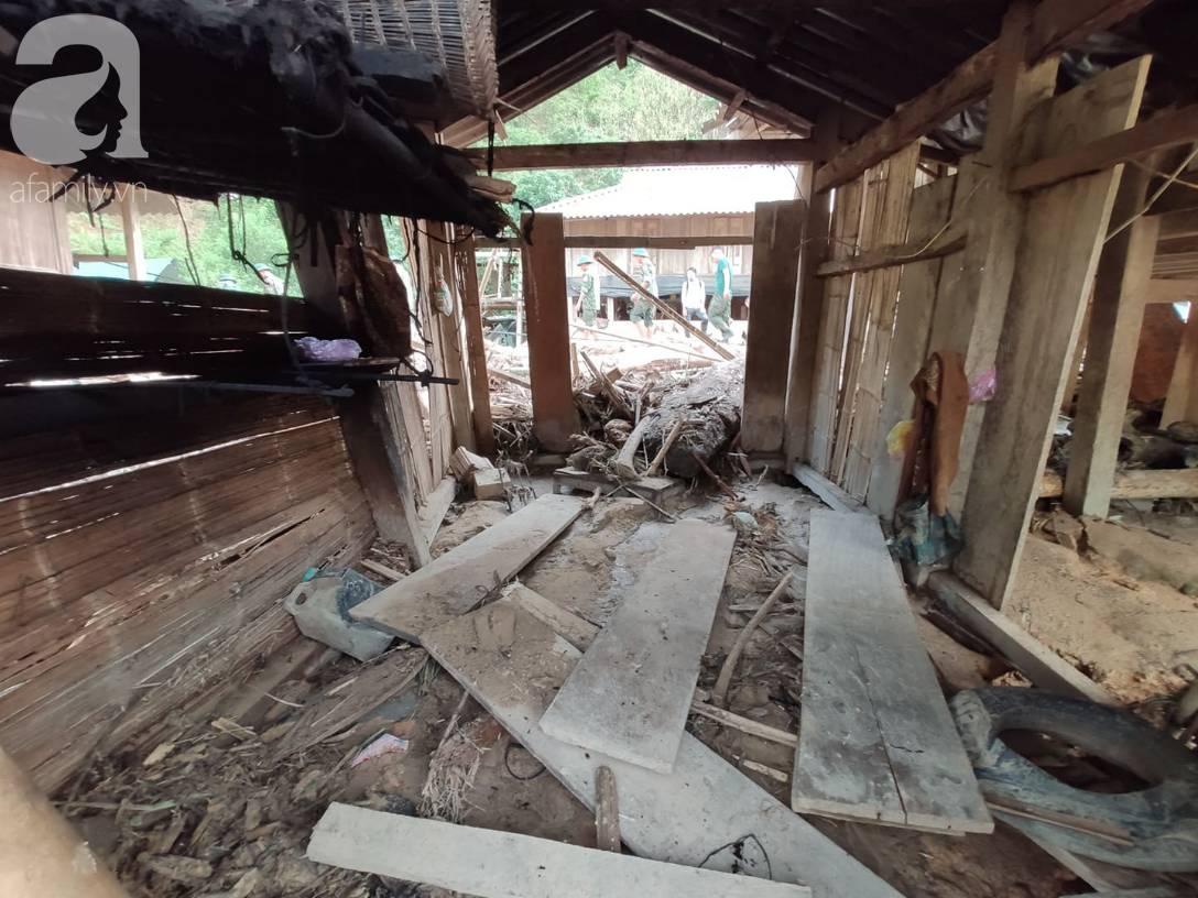 Ám ảnh tiếng khóc nghẹn của người dân vùng lũ, 12 người vẫn chưa trở về nhà: Con tôi còn nhưng bố mẹ bị nước cuốn cả rồi-3