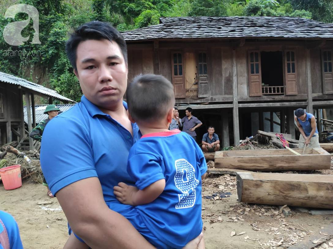 Ám ảnh tiếng khóc nghẹn của người dân vùng lũ, 12 người vẫn chưa trở về nhà: Con tôi còn nhưng bố mẹ bị nước cuốn cả rồi-4