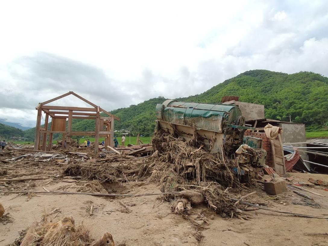 Ám ảnh tiếng khóc nghẹn của người dân vùng lũ, 12 người vẫn chưa trở về nhà: Con tôi còn nhưng bố mẹ bị nước cuốn cả rồi-5