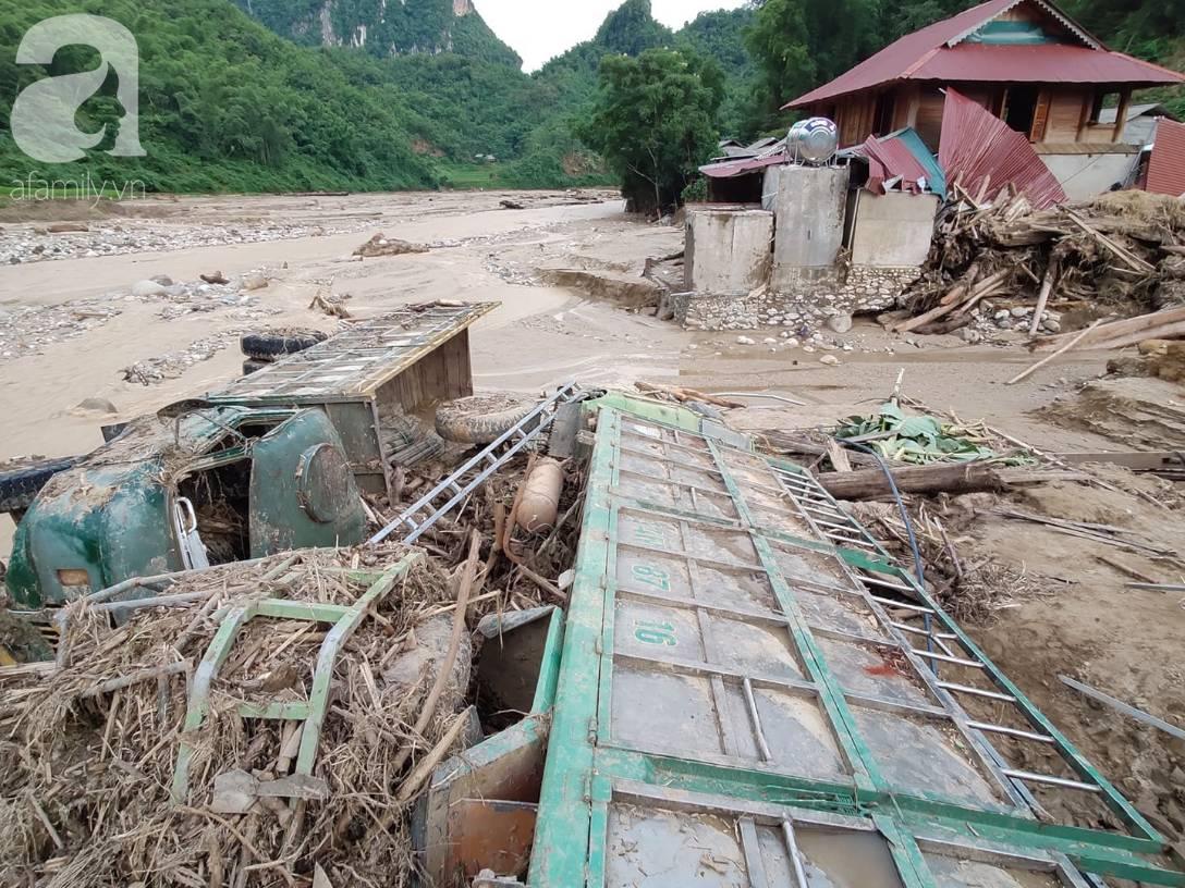 Ám ảnh tiếng khóc nghẹn của người dân vùng lũ, 12 người vẫn chưa trở về nhà: Con tôi còn nhưng bố mẹ bị nước cuốn cả rồi-6