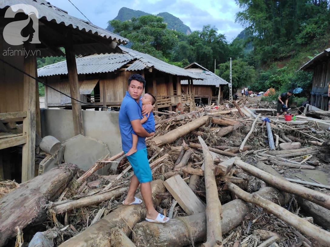 Ám ảnh tiếng khóc nghẹn của người dân vùng lũ, 12 người vẫn chưa trở về nhà: Con tôi còn nhưng bố mẹ bị nước cuốn cả rồi-8