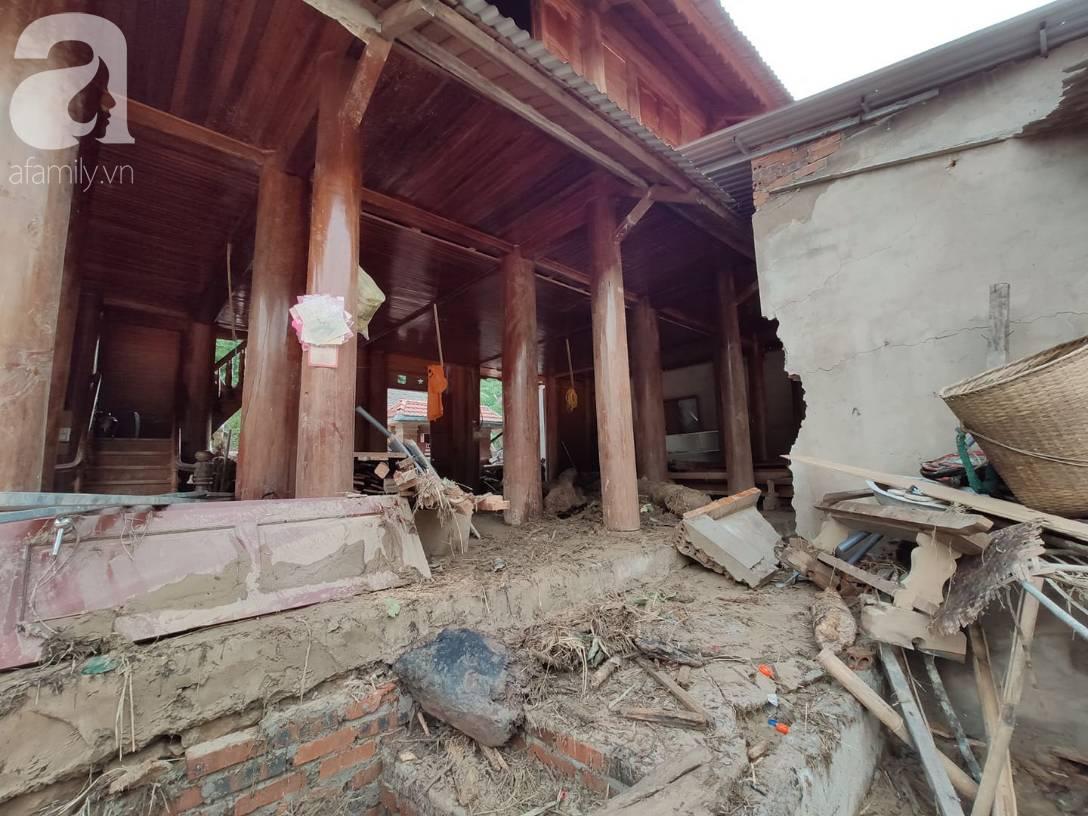 Ám ảnh tiếng khóc nghẹn của người dân vùng lũ, 12 người vẫn chưa trở về nhà: Con tôi còn nhưng bố mẹ bị nước cuốn cả rồi-9