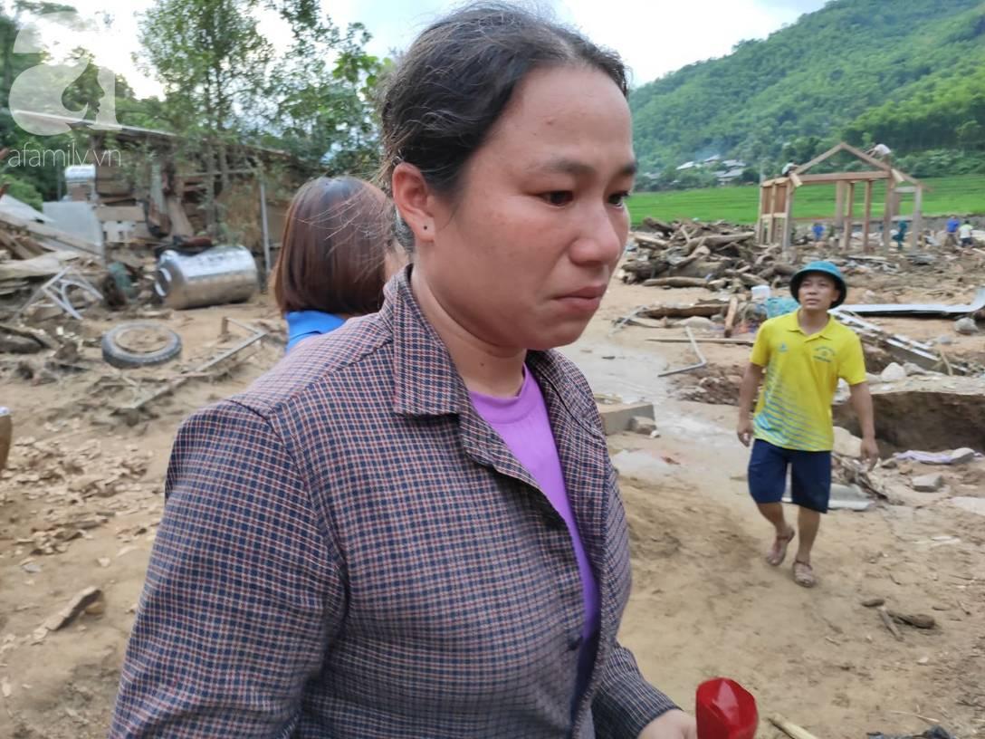Ám ảnh tiếng khóc nghẹn của người dân vùng lũ, 12 người vẫn chưa trở về nhà: Con tôi còn nhưng bố mẹ bị nước cuốn cả rồi-11