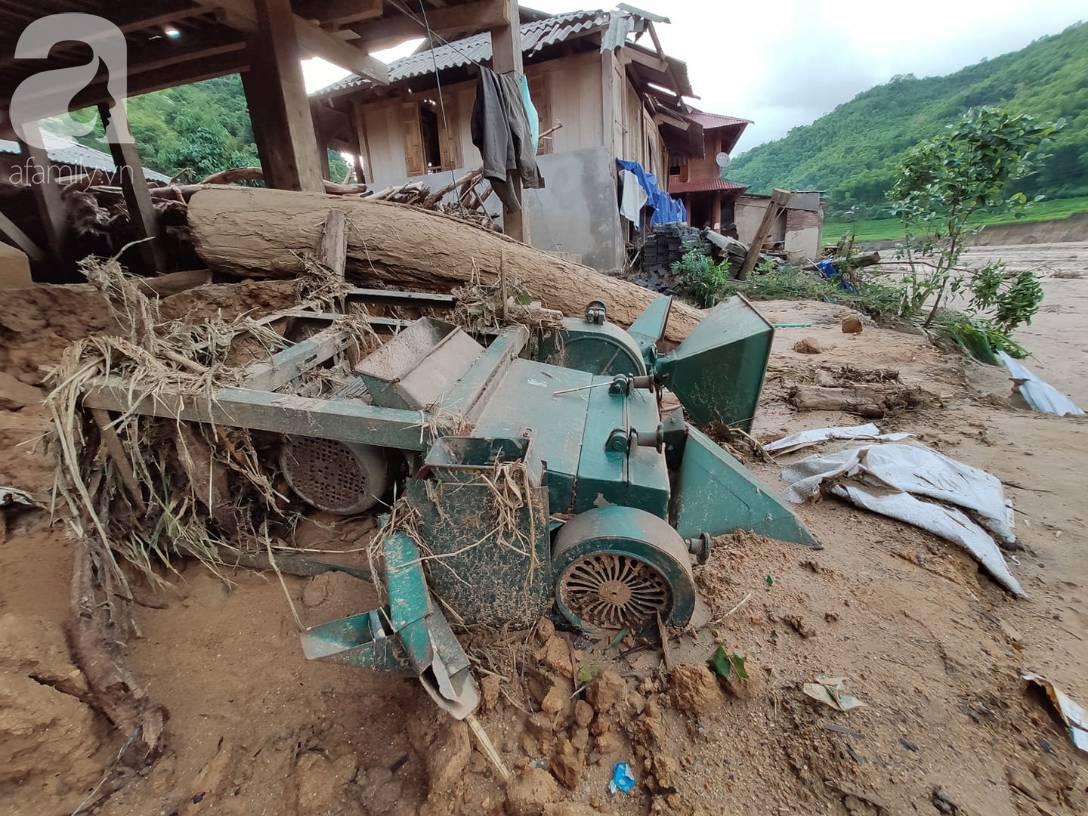 Ám ảnh tiếng khóc nghẹn của người dân vùng lũ, 12 người vẫn chưa trở về nhà: Con tôi còn nhưng bố mẹ bị nước cuốn cả rồi-15
