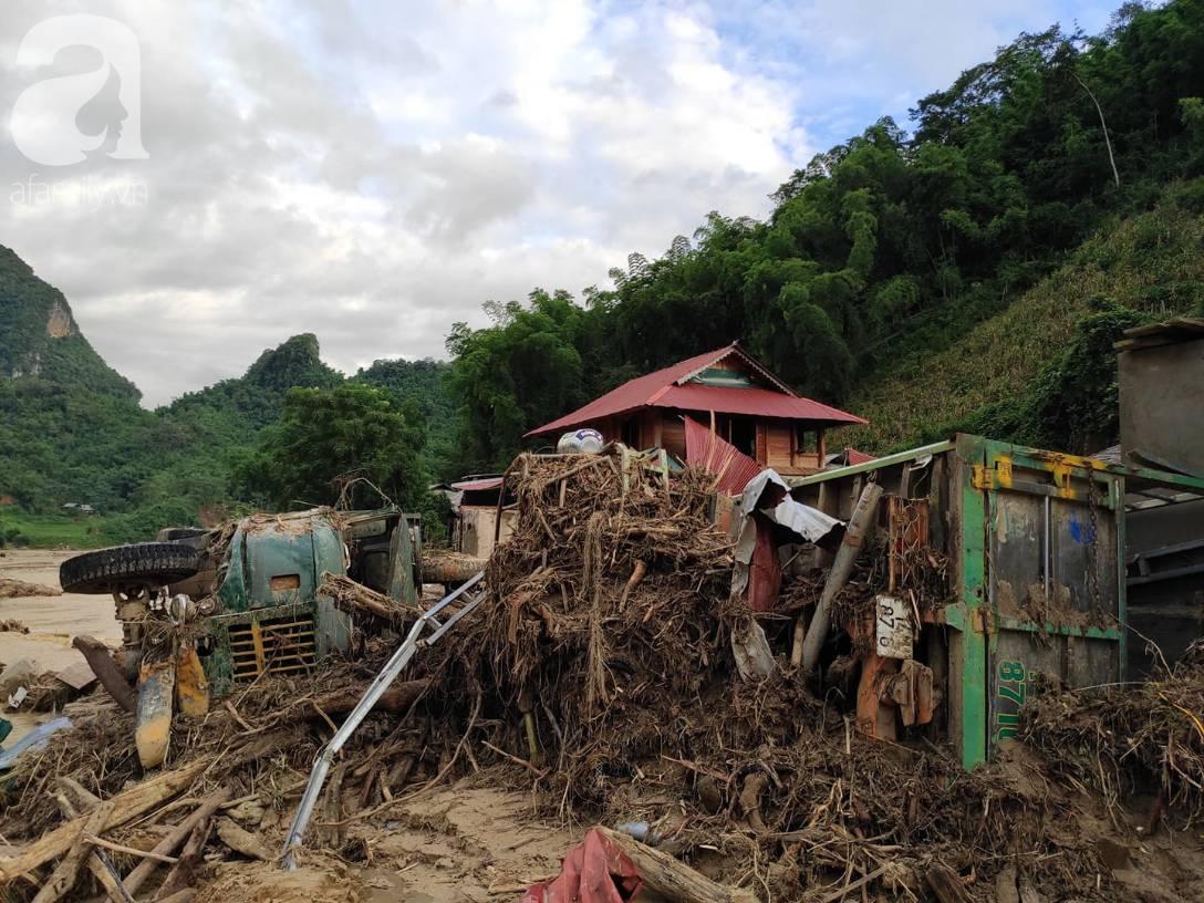 Ám ảnh tiếng khóc nghẹn của người dân vùng lũ, 12 người vẫn chưa trở về nhà: Con tôi còn nhưng bố mẹ bị nước cuốn cả rồi-17