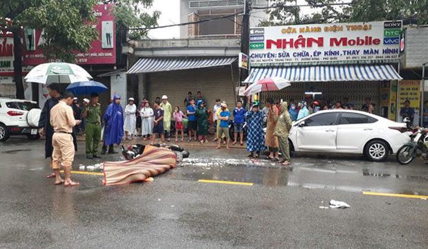 Va vào ô tô đang mở cửa, người phụ nữ chết thảm dưới bánh xe tải-1