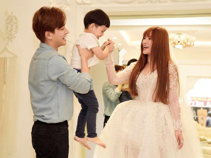 Từ ồn ào Kin Nguyễn cấu tay con trai riêng của Thu Thủy và lời khuyên đàn bà một lần đò đừng nghĩ tới hạnh phúc riêng-3