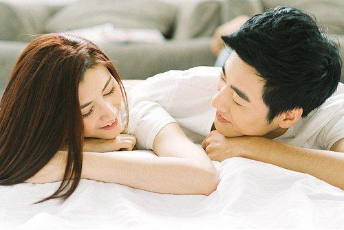 Tái mặt khi chồng bị bắt quả tang hú hí trên giường mà vợ chỉ cười khẩy rồi bỏ đi-1