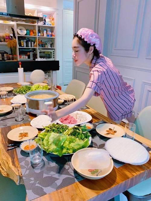Bà mẹ gợi cảm bậc nhất showbiz Elly Trần lại trổ tài làm món kinh điển của người Hà Nội-3