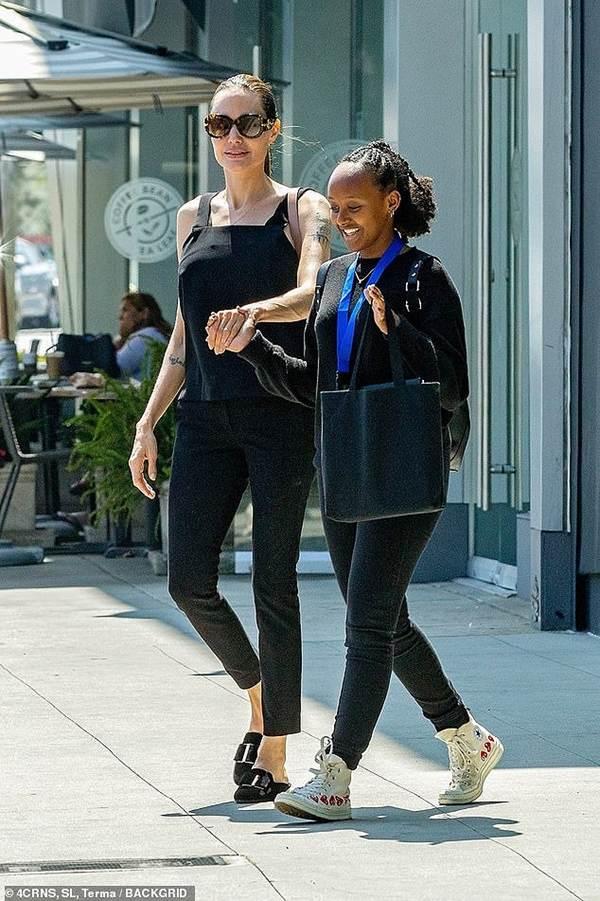 Angelina Jolie 44 tuổi đẹp rạng ngời với thần thái mê hoặc-9