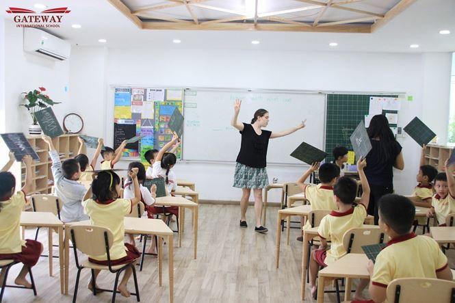 Trường Quốc tế Gateway Hà Nội - nơi bé trai lớp 1 tử vong vì bị bỏ quên trên xe buýt có học phí tới gần 120 triệu/năm-3