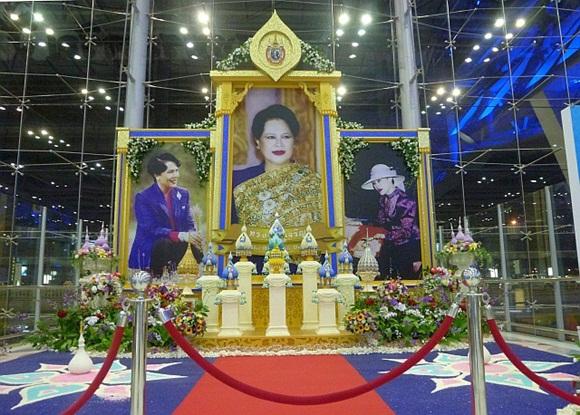 Khi Hoa hậu đội vương miện quỳ lạy cha mẹ: Lòng hiếu thảo của một người con và nét đẹp văn hóa tại đất nước Thái Lan-3