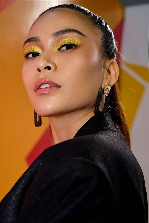 Hoàng Thuỳ mặc bikini khoe đường cong bỏng mắt sau nghi án nâng cấp vòng 1-12