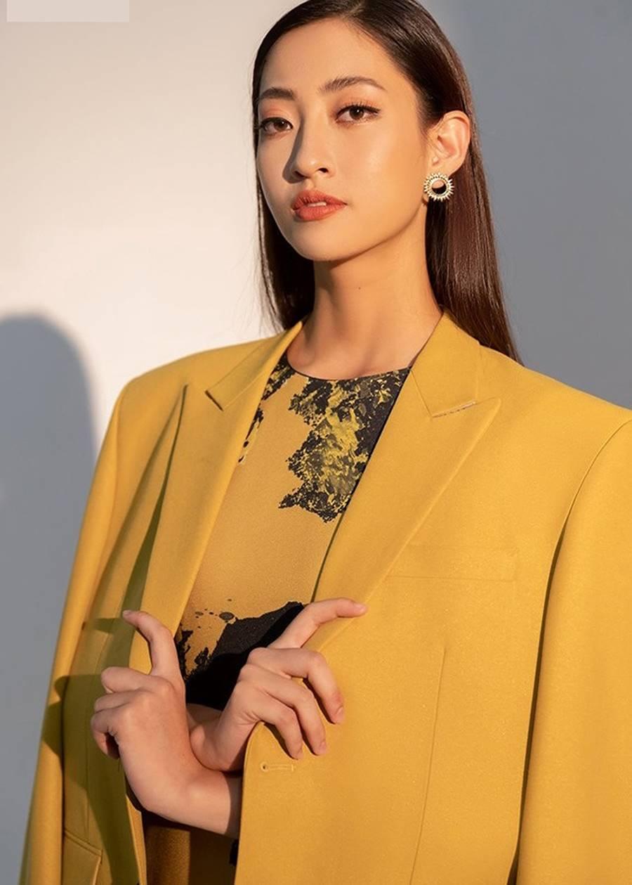 Hoàng Thuỳ mặc bikini khoe đường cong bỏng mắt sau nghi án nâng cấp vòng 1-7