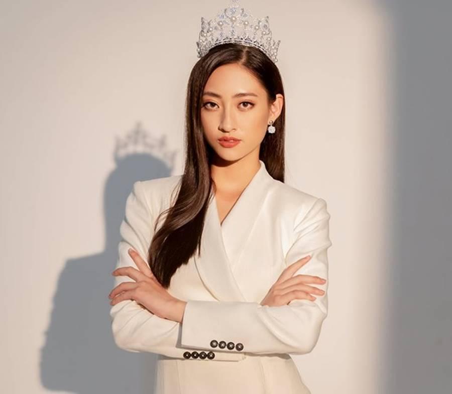 Hoàng Thuỳ mặc bikini khoe đường cong bỏng mắt sau nghi án nâng cấp vòng 1-8