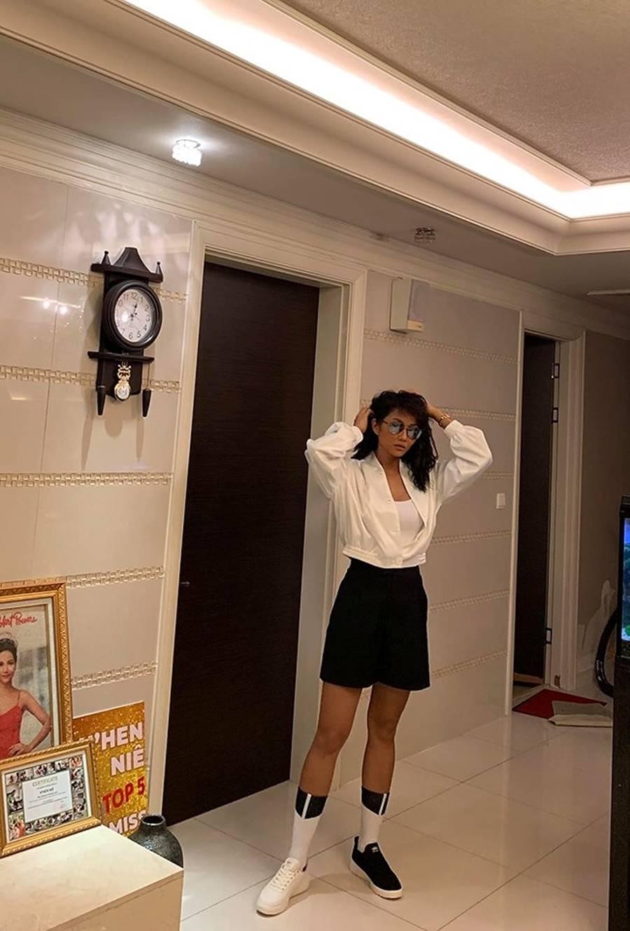 Hoàng Thuỳ mặc bikini khoe đường cong bỏng mắt sau nghi án nâng cấp vòng 1-16