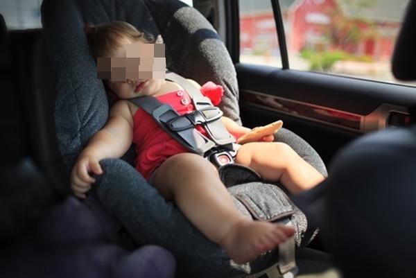 Vụ bé 6 tuổi tử vong nghi do bị trường bỏ quên trên ô tô: Vì sao trẻ có nguy cơ chết ngạt rất cao khi ở trong xe ô tô và cách phòng tránh-2
