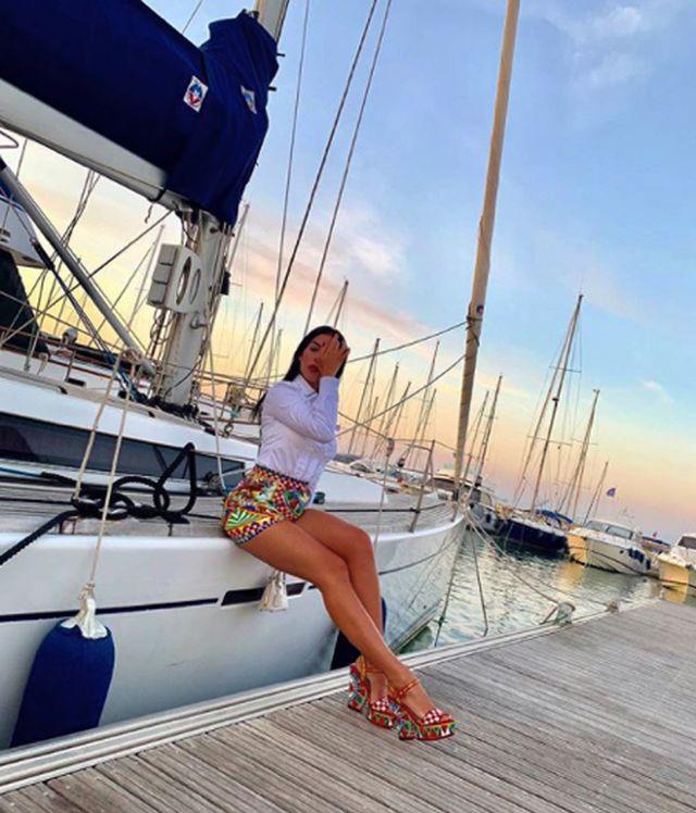 Bạn gái C.Ronaldo tạo dáng gợi cảm, khoe đường cong quyến rũ-6