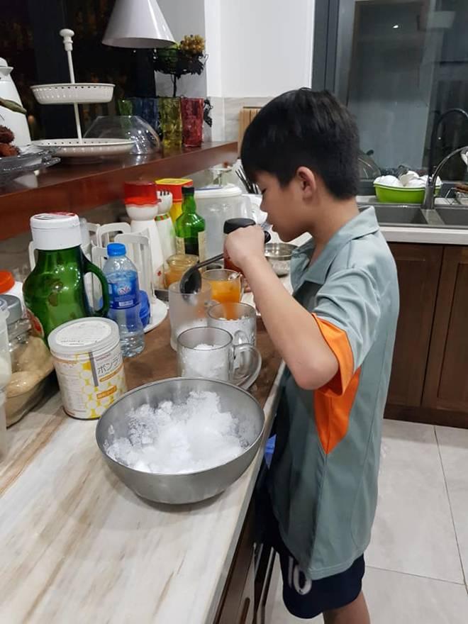 Bị bỏ quên trên xe, bé 10 tuổi Hà Nội sống sót và 9 giờ tìm đường về nhà-6
