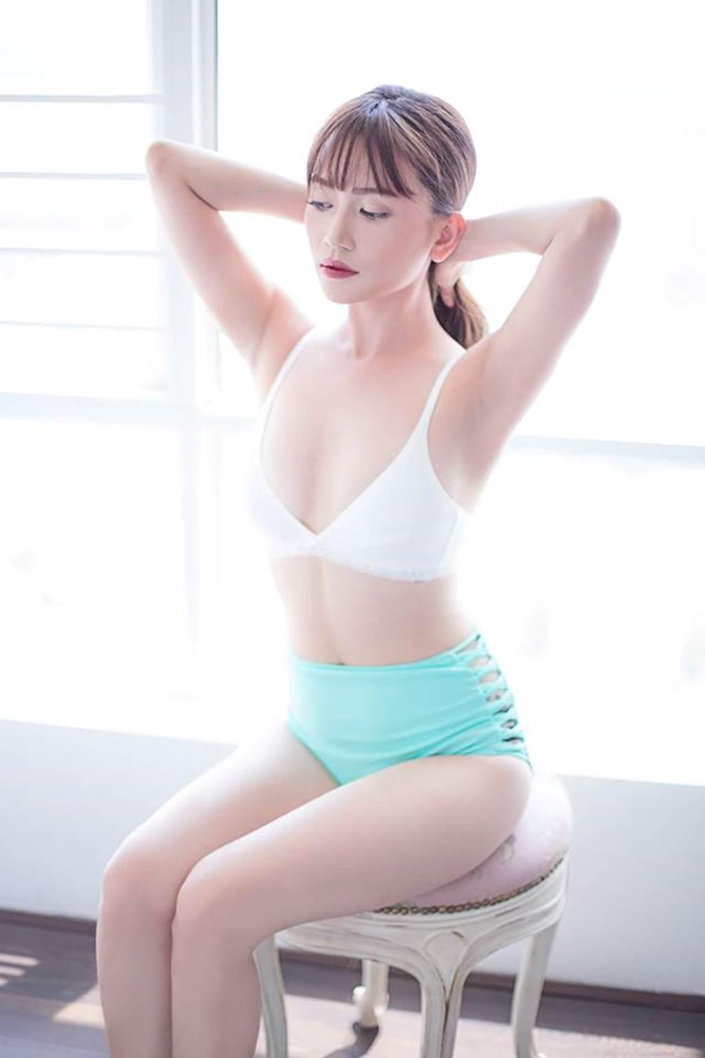 Sĩ Thanh mặc bikini gợi cảm hút mắt ở bể bơi, fan khen hết lời-6