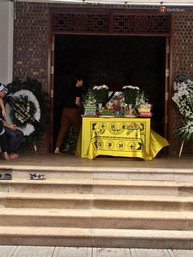 Đám tang đẫm nước mắt của bé trai lớp 1 tử vong vì bị bỏ quên trên xe ô tô đưa đón: Bố mẹ khóc nấc, thẫn thờ trước di ảnh con-3