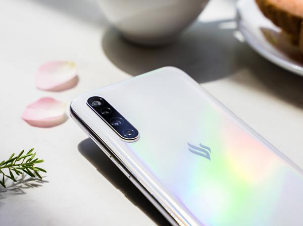 Điện thoại thông minh Vsmart thế hệ 2 chuẩn bị 'lên kệ'-7