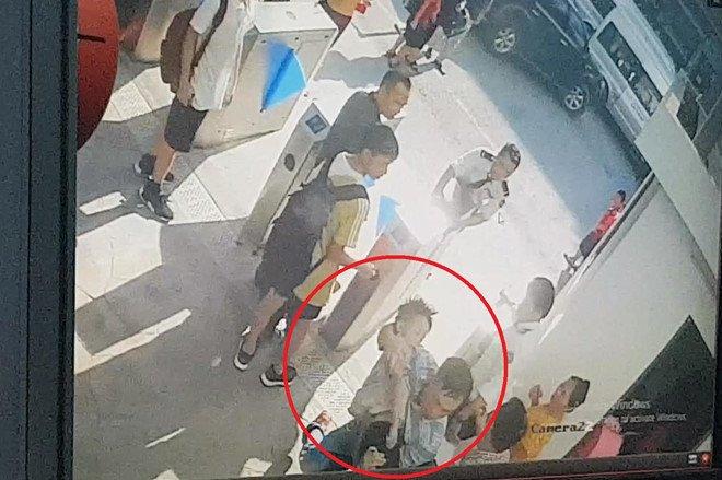 Vụ HS trường Gateway tử vong: Ông ngoại tiết lộ về chiếc áo trắng bé mặc khi cấp cứu-2