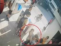 Vụ HS trường Gateway tử vong: Ông ngoại tiết lộ về chiếc áo trắng bé mặc khi cấp cứu