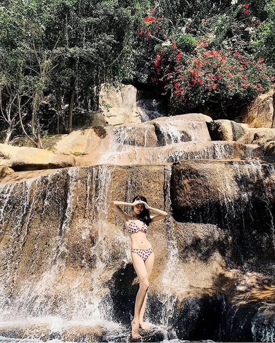 Hoa hậu Tiểu Vy ăn chè đậu đỏ, đạp xe khắp Hội An tìm người yêu ngày thất tịch-3