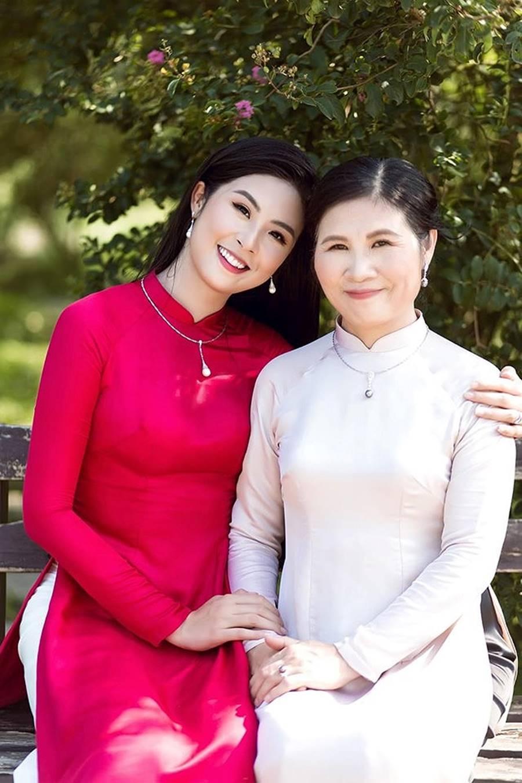 Hoa hậu Tiểu Vy ăn chè đậu đỏ, đạp xe khắp Hội An tìm người yêu ngày thất tịch-12