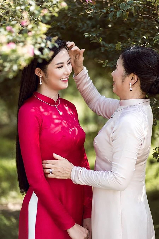 Hoa hậu Tiểu Vy ăn chè đậu đỏ, đạp xe khắp Hội An tìm người yêu ngày thất tịch-13