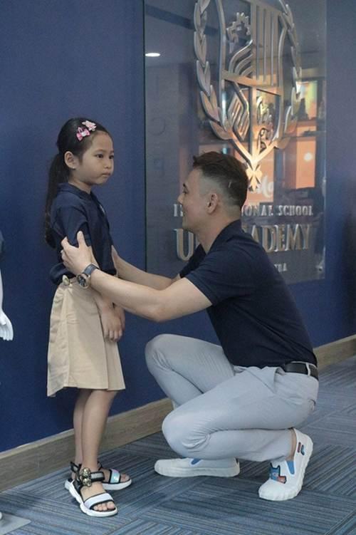 Sao Việt đưa con đi nhập học ngày đầu, tiết lộ toàn các trường quốc tế đắt đỏ-4