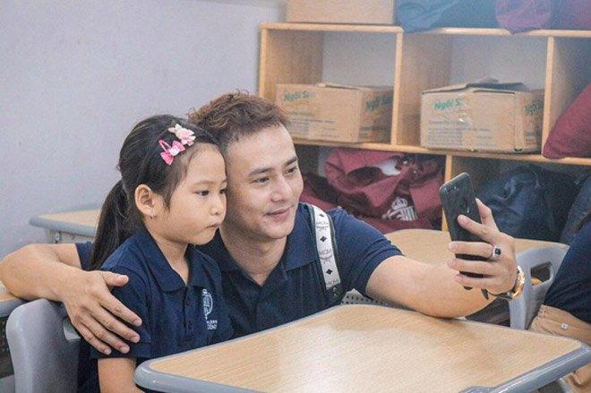 Sao Việt đưa con đi nhập học ngày đầu, tiết lộ toàn các trường quốc tế đắt đỏ-5