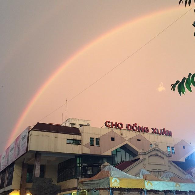 Những hàng ăn ở Hà Nội chỉ mở lúc rạng sáng và nghỉ bán khi mặt trời vừa lên, dù gió rét vẫn tấp nập người qua lại-16