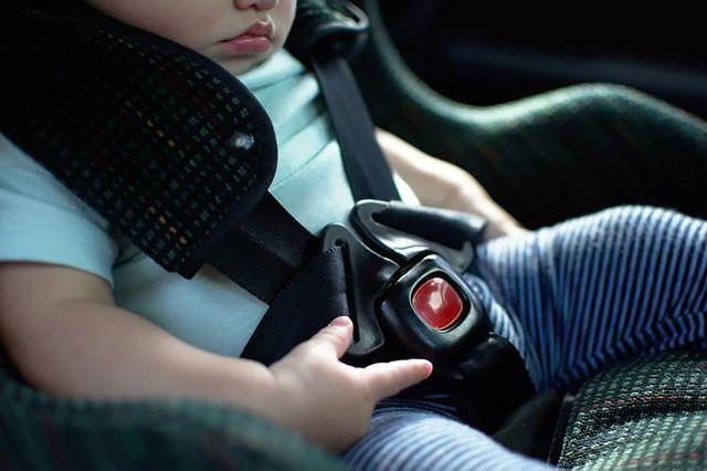 """Làm thế nào để không bỏ quên"""" trẻ con trên xe?-8"""