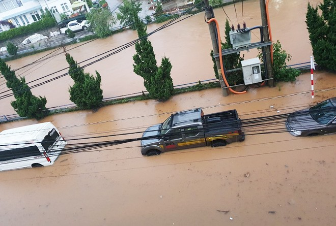 Nhiều người sốc nặng không nhận ra đây là Đà Lạt vì chìm trong biển nước, lật đật bỏ ngay tour du lịch vào cuối tuần này-4