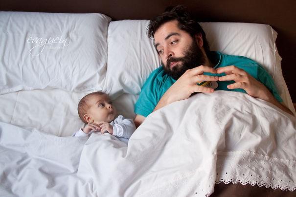 Những bức ảnh cha và con trai chứng minh mẹ có đẻ thế đẻ nữa vẫn không thoát kiếp đẻ thuê-1
