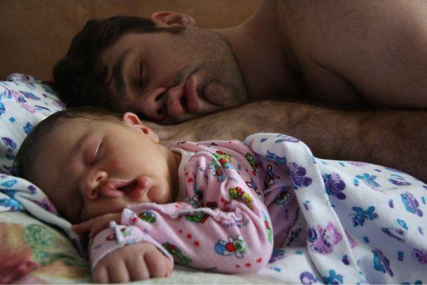 Những bức ảnh cha và con trai chứng minh mẹ có đẻ thế đẻ nữa vẫn không thoát kiếp đẻ thuê-2