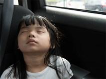 Việc đơn giản cha mẹ cần làm để trẻ không ngủ quên trên xe buýt tới trường hay gà gật trong lớp học
