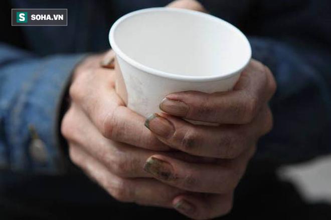 Mời người đàn ông vô gia cư cốc cà phê, hôm sau cô gái đã nhận được điều không thể ngờ tới-1
