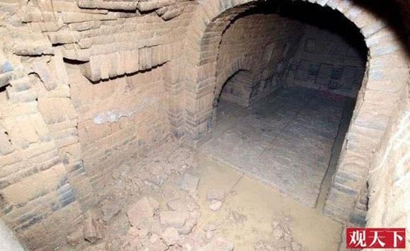 Khai quật mộ cổ nghìn năm của cháu gái Hoàng hậu Trung Hoa và câu chuyện bí ẩn đằng sau 4 chữ người mở sẽ chết trên nắp quan tài-1