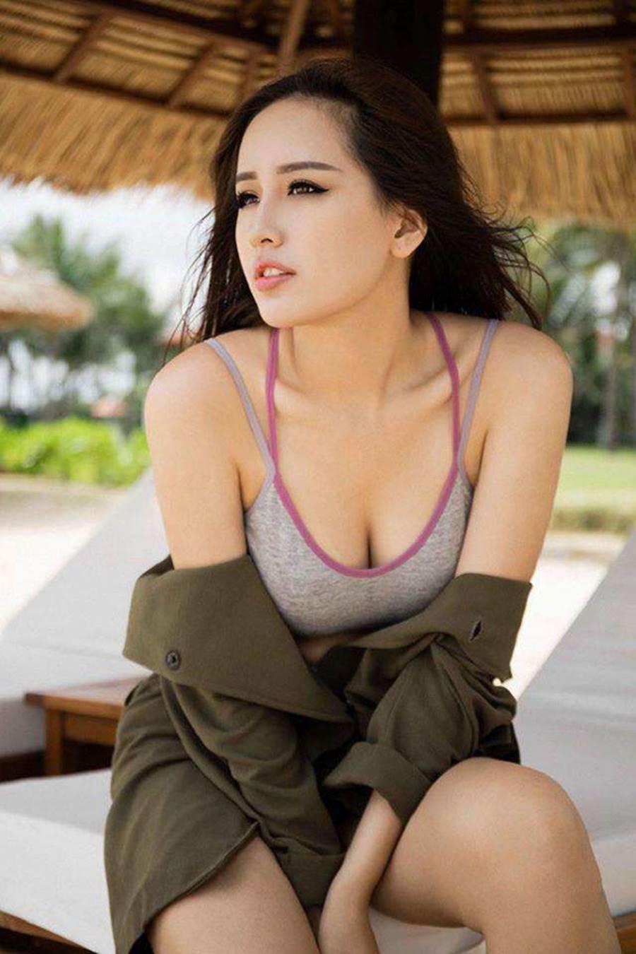 Đọ body nóng bỏng của dàn Hoa hậu xuất thân từ Đại học Ngoại Thương-16