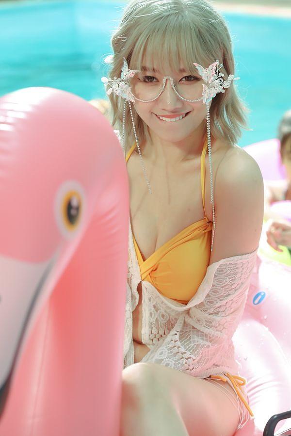 Hari Won diện bikini khoe vòng 1 'cực nóng' nhưng lộ bụng ngấn mỡ-3