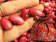 Tháng cô hồn: Lấy đậu đỏ đặt dưới gối theo cách này để 'gọi lộc, gọi duyên', cuối tháng vận đào hoa nở rộ