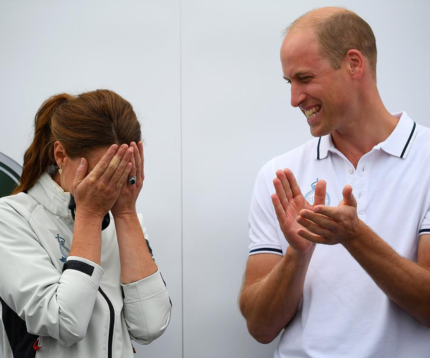 Sự thật đằng sau khoảnh khắc Công nương Kate ôm mặt xấu hổ, Hoàng tử William đứng bên cạnh không thể nhịn cười-2