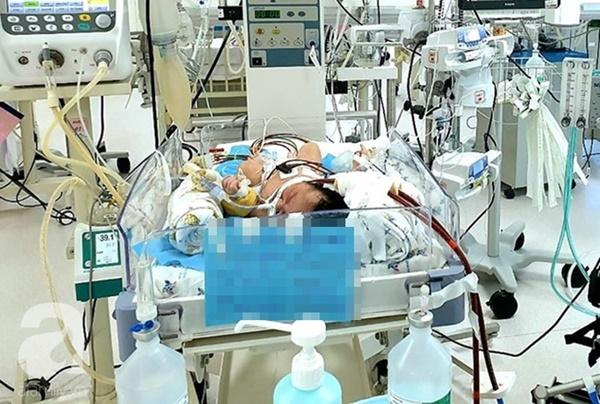 Bé trai 1 ngày tuổi bị suy hô hấp nặng, viêm phổi vì hít phải phân su trong bụng mẹ: Bác sĩ cảnh báo sản phụ lưu ý ngay điều này-3