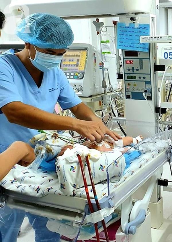 Bé trai 1 ngày tuổi bị suy hô hấp nặng, viêm phổi vì hít phải phân su trong bụng mẹ: Bác sĩ cảnh báo sản phụ lưu ý ngay điều này-4