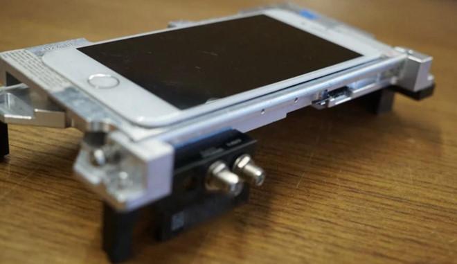 Đây là chiếc iPhone đặc biệt nhất thế giới, được chính Apple jailbreak-1