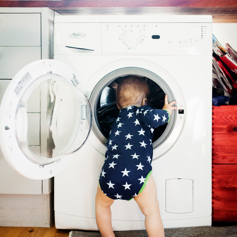 Thương tâm bé trai 3 tuổi qua đời sau khi tự nhốt mình trong máy giặt cửa trước tại nhà-1