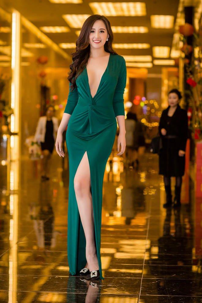 Mỹ nhân Việt đua mốt váy khoét tận rốn: người được khen nức nở, người ê mặt vì phản cảm-6
